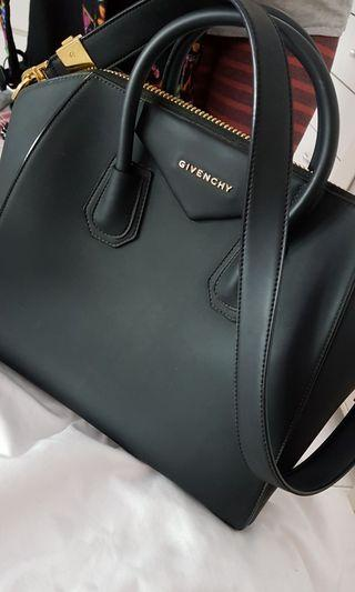 Givenchy medium antigona matte black