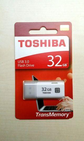 TOSHIBA USB 3.0 Flashdrive, 32GB Thumbdrive, U301 TransMemory