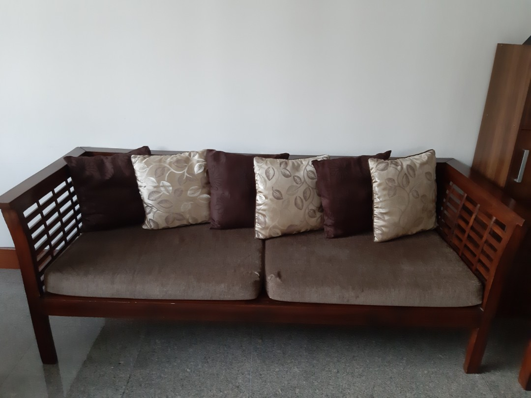 Very Well Maintained 5 Seater Wooden Sofa With Cushions Furniture