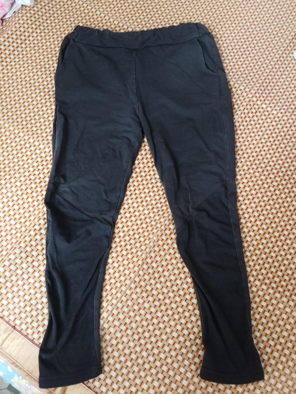 黑色貼身布質長褲