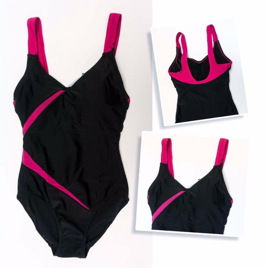黑色系列既女裝泳衣