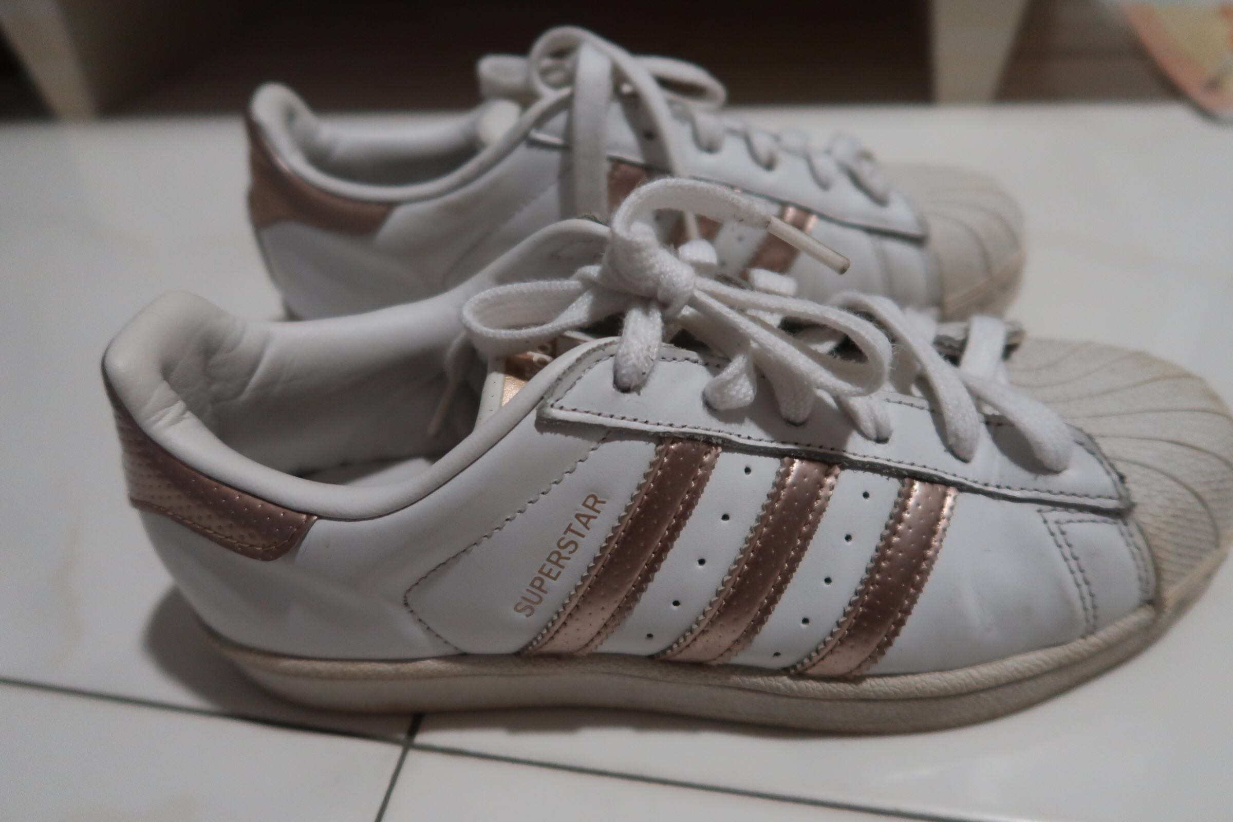 cheap for discount 5021a 8ed76 Adidas superstar rose gold stripes