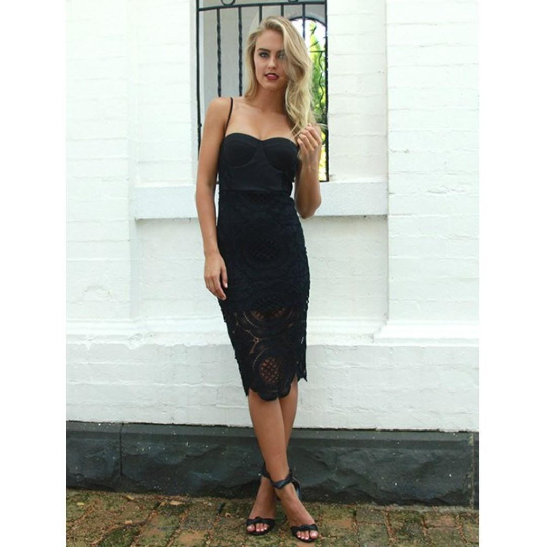 AFTERPAY AVAILABLE - BLACK LACE FITTED MIDI DRESS LARGE