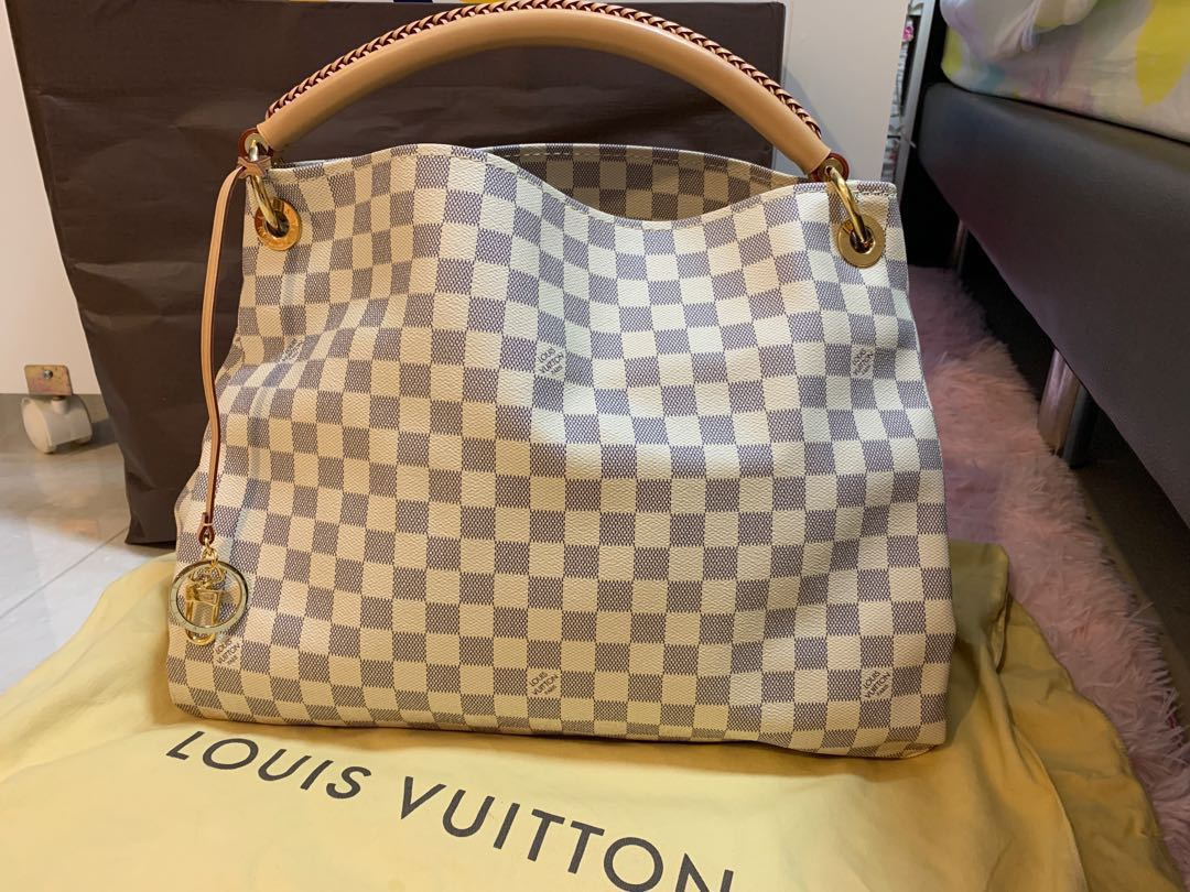 c8ce541056d Authentic Like New Louis Vuitton Artsy MM in Azur