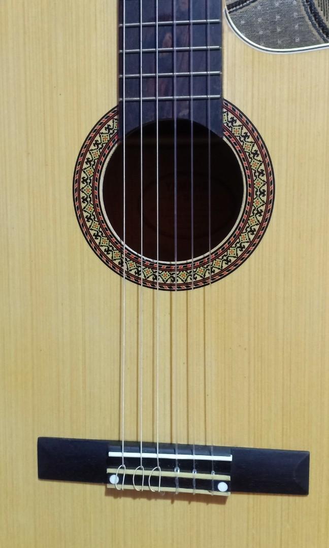 Gitar Nylon yamaha