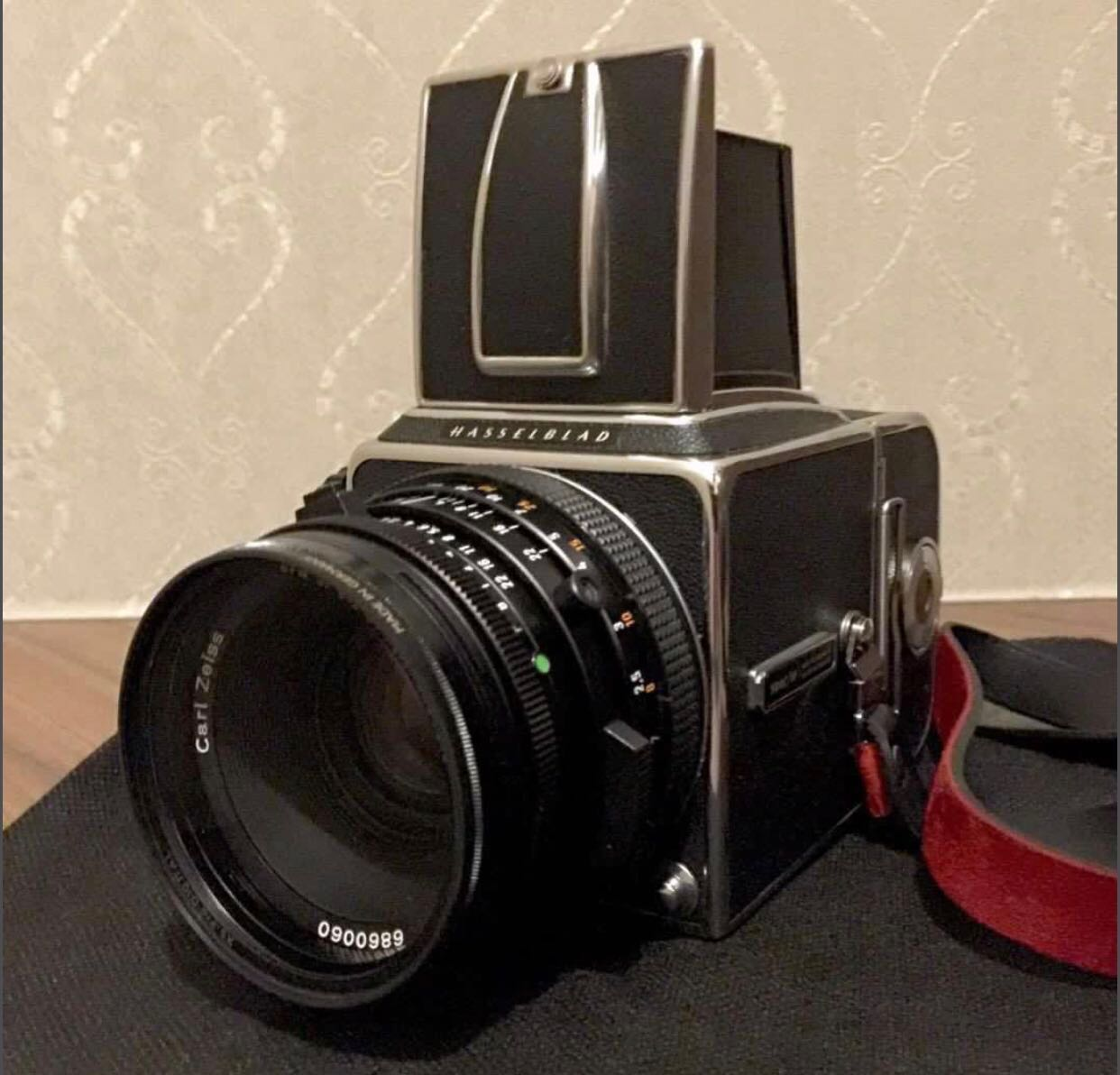 Hasselblad 500cm, Photography, Cameras, DSLR on Carousell