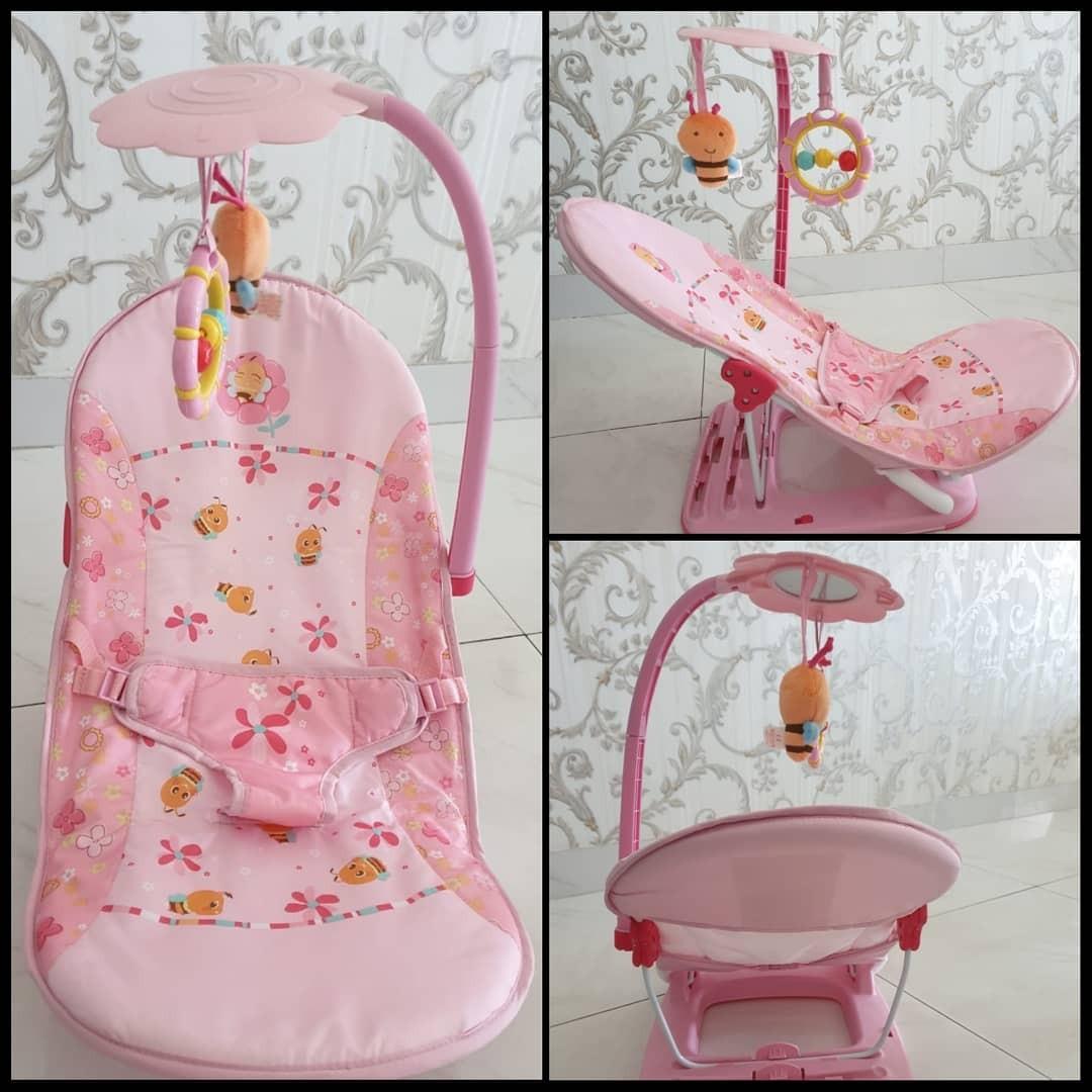 LIKE NEW - Bouncer Mastela Fold Up Infant Seat