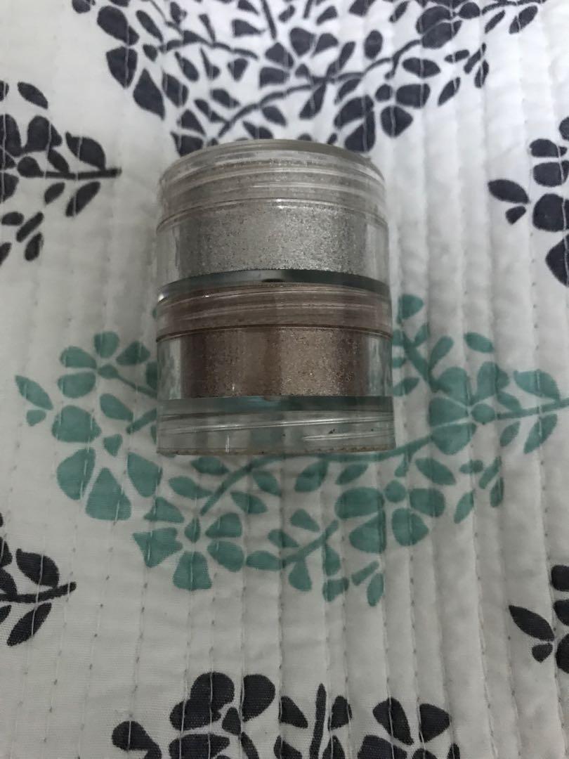 Mac eyeshadow - Misty cool - crushed metallic pigment
