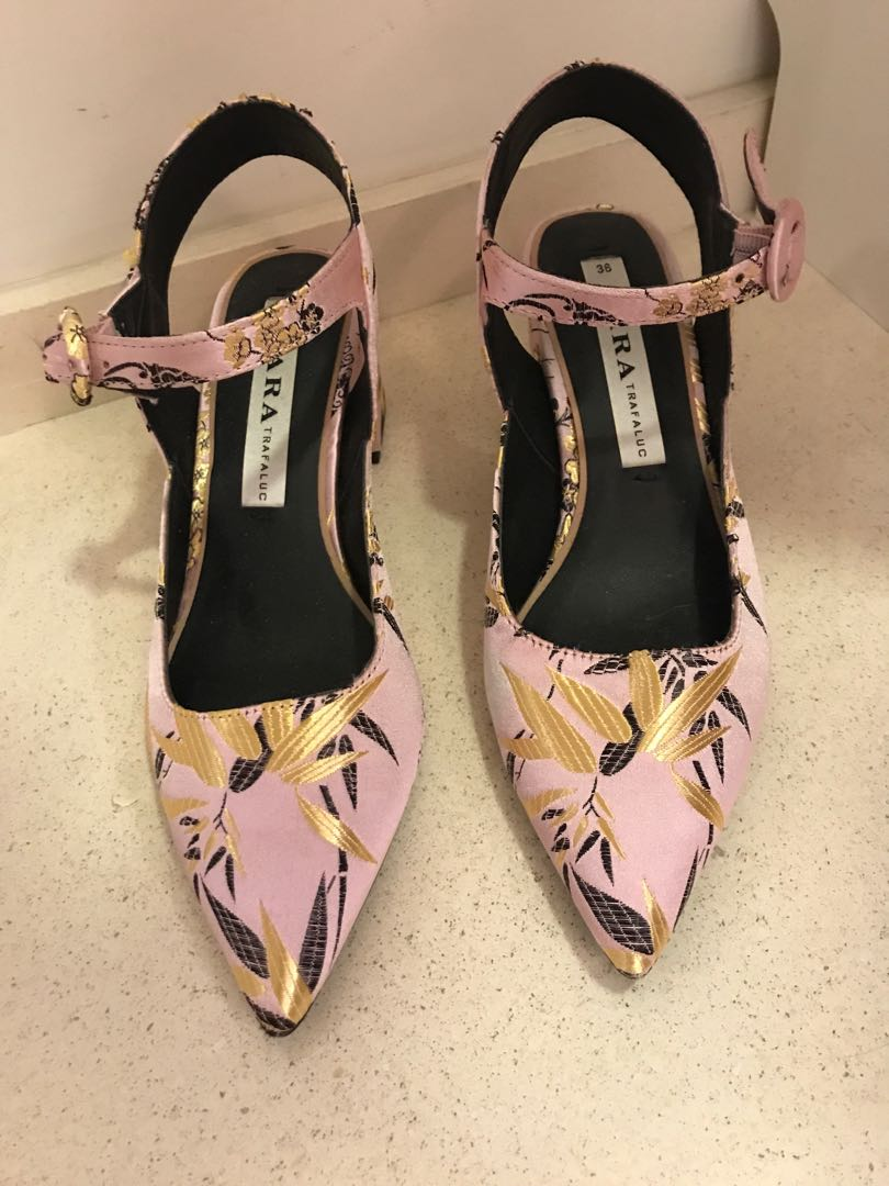 6a564bd3583 Zara embroidery shoes (heels)