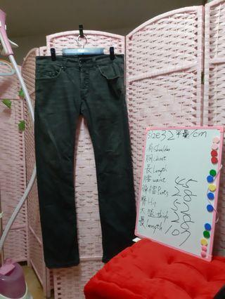 diesel 意大利牛仔褲三大品牌之一 尺碼 size 32 可参考白板