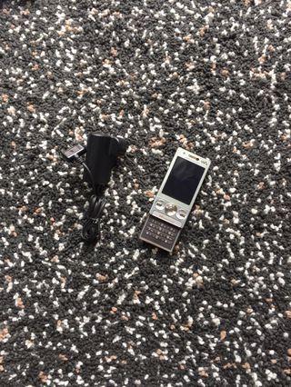 推機 Sony Ericsson SE 手機 + 充電器