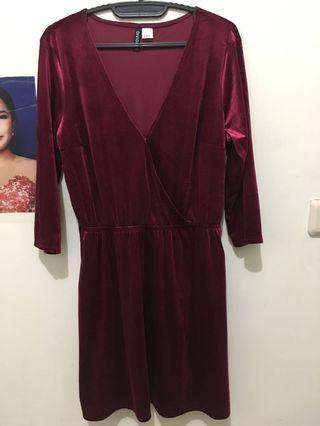 H&M velvet dress size 42 (Ld 90cm) dijual karna kekecilan