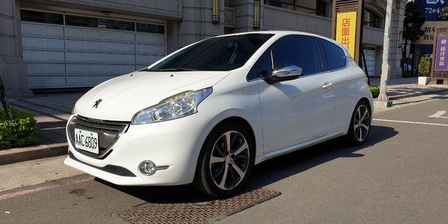 2013 Peugeot 208 1.6 vti手排 頂級款  帥車一枚