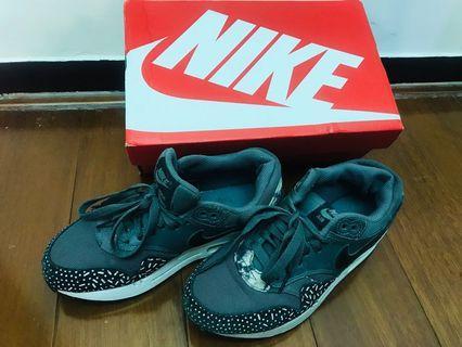 正品Nike復古運動休閒鞋