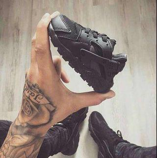 🚚 Baby Nike Hurache all black