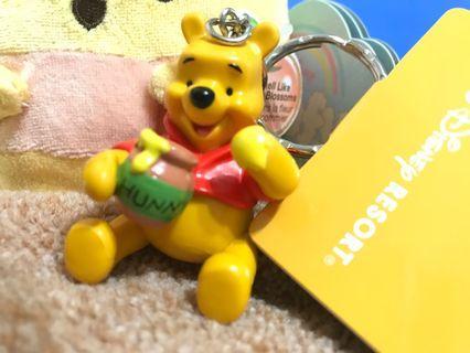 現貨在台東京迪士尼全新小熊維尼吃蜂蜜坐姿鑰匙圈吊飾