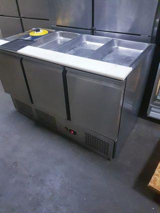 Display counter top chiller  great condition 4ft