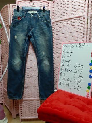 COMME des GARCONS PLAY x LEVI'S 漂亮的限量聯名款 牛仔褲 褲管可反折(高度隨喜好反折) 尺碼 30 可参考白板 約31吋