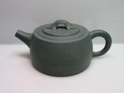 🚚 [老茗器]紫砂壺~綠泥 井欄壺 底款如圖 多孔出水 220cc