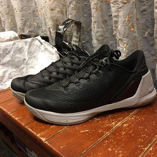 🚚 Under armour Curry 3 low
