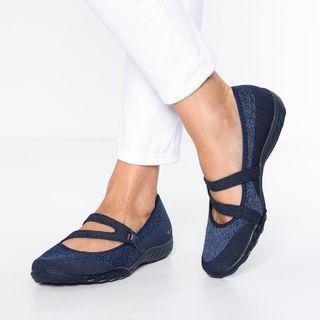 Skechers BREATHE-EASY LUCKY LADY Slip-on Sneaker (Navy)