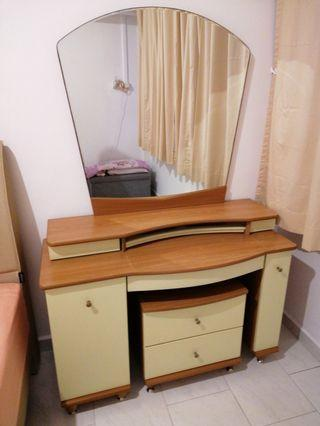 🚚 Dressing Table