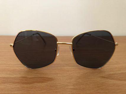 🚚 不規則 太陽眼鏡 個性 金框 深灰鏡片 時尚 五角形