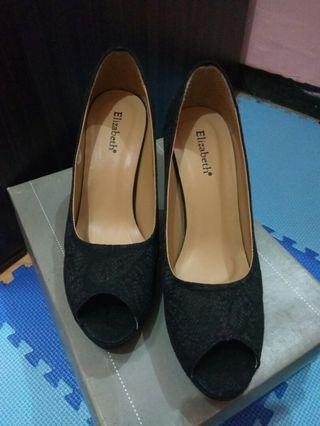 Sepatu motif brokad Hitam