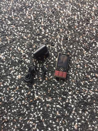 Sony Ericsson SE 手機 + 充電器