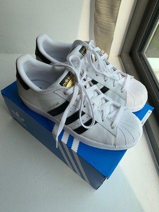 🚚 Adidas Superstar white