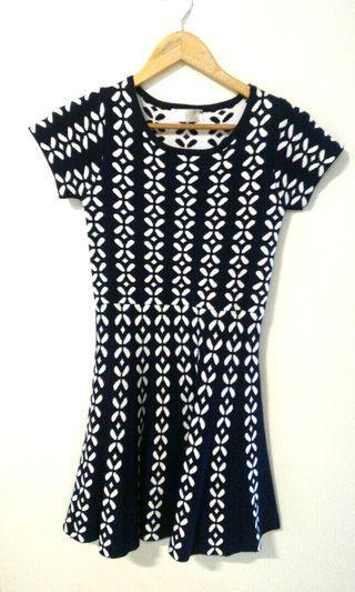 YOCO knitted dress (navy blue, flower)