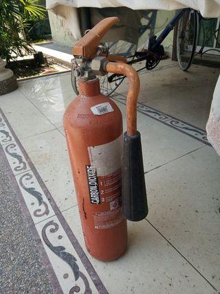 FIRE EXTINGUISHER (CARBON DIOXIDE)