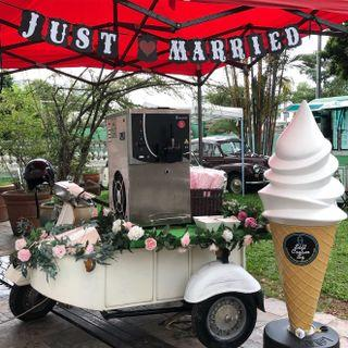 ❤️ Soft Serve Ice Cream on Classic Vespa for Weddings & Events!