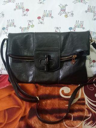 Tas tangan hitam