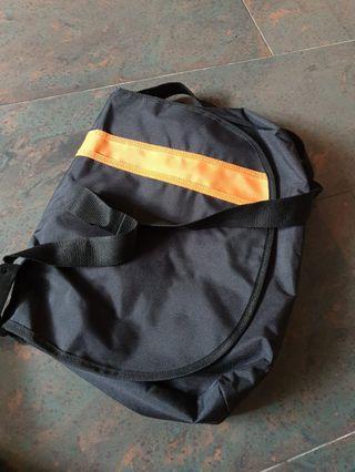 🚚 Sling bag brand new