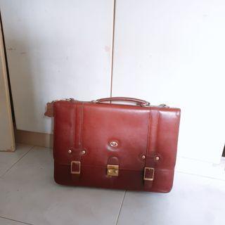 🚚 Vintage Document Laptop Bag
