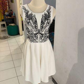 Dress pesta putih