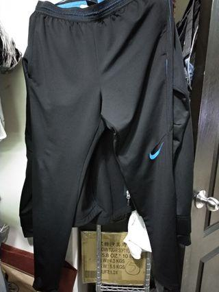 Nike 足球長褲 Size S Courier only