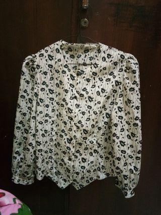 (P) Baju bunga bunga vintage blouse putih item