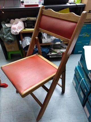 🚚 Antique foldable chair