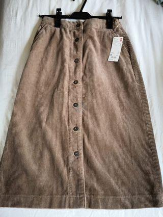 Uniqlo new knee length skirt