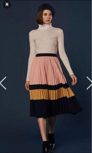 🚚 TCL Pleated skirt