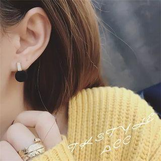 Small earrings / simple earrings