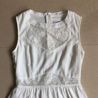 🤑 Hollyhoque lace dress