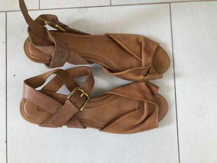 Canadian brand locale leather sandals