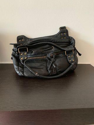 🚚 Naturalizer black bag