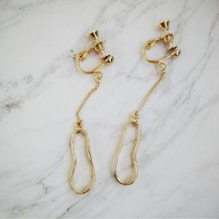 Gold colored minimalist non-pierce earrings