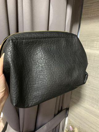 🚚 H&M black makeup pouch