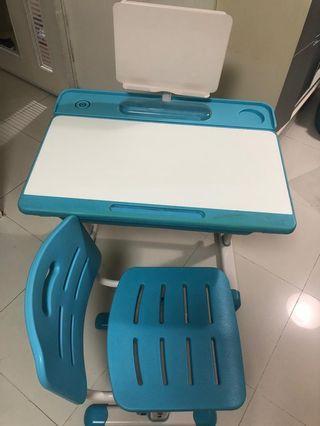 兒童書枱及座椅