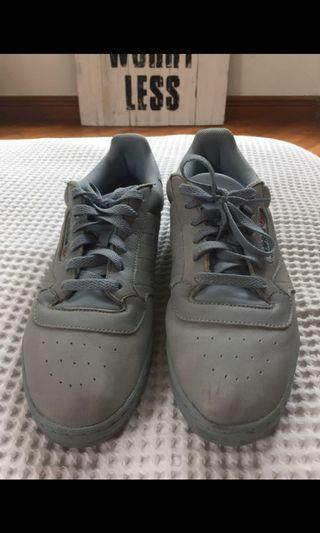 VNDS YEEZY POWERPHASE GREY US11